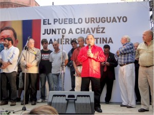 """"""" Chávez ya no está, pero sus ideas perduran y viven entre nosotros"""" Embajador Julio Chirino."""