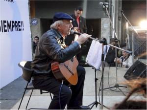 El cantautor cerró la manifestación