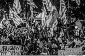 """El viernes 10 de mayo se realizó una nueva marcha. Comenta REDES que """"la amenaza de la minería transnacional de gran escala, el avance de los agronegocios como la forestación y la soja, los agrotóxicos y la contaminación del agua son algunos de los puntos que más preocupan a quienes participaron de esta marcha"""". Fotografía tomada de rebelarte.info."""